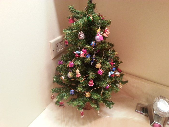 Mini Christmas tree in the bathroom